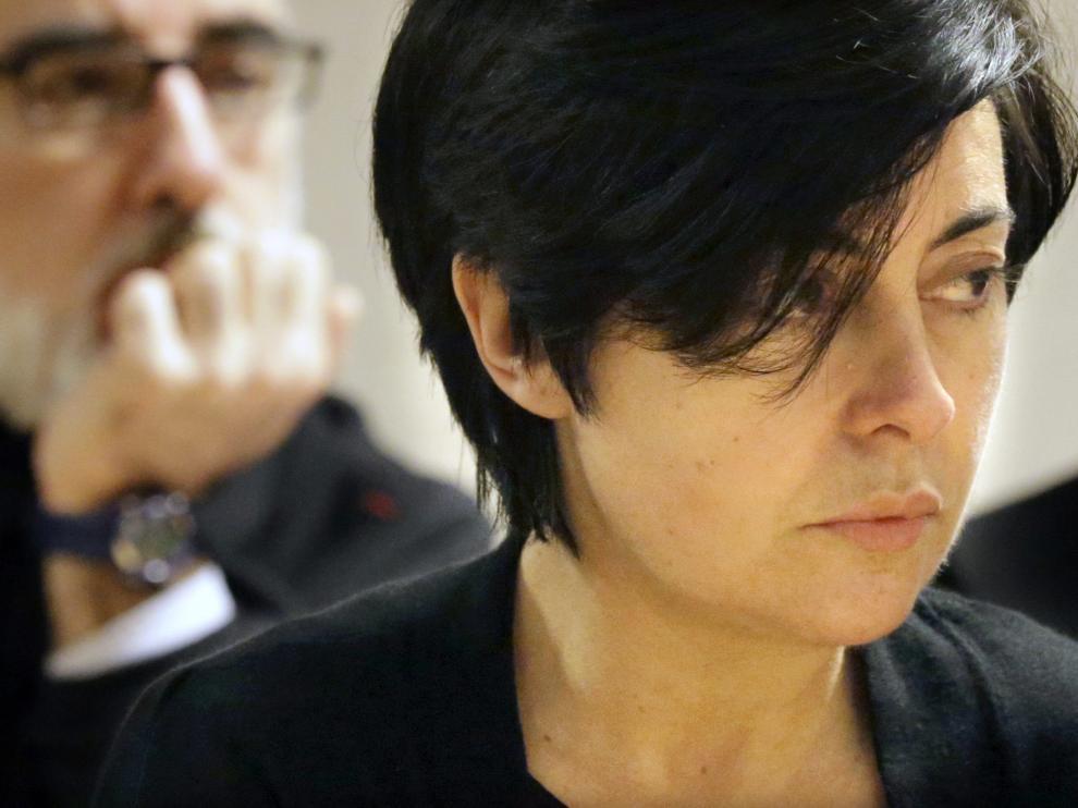 Rosario Porto y Alfonso Basterra,detrás , acusados de la muerte de su hija Asunta Basterra