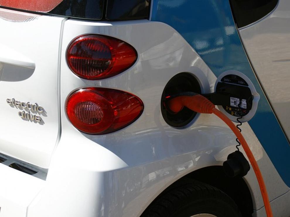 Los consumidores apuestan cada vez más por el coche eléctrico.