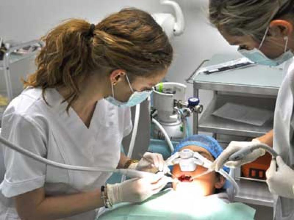 El curso de FIS va dirigido a todo el personal que compone el gabinete odontológico.