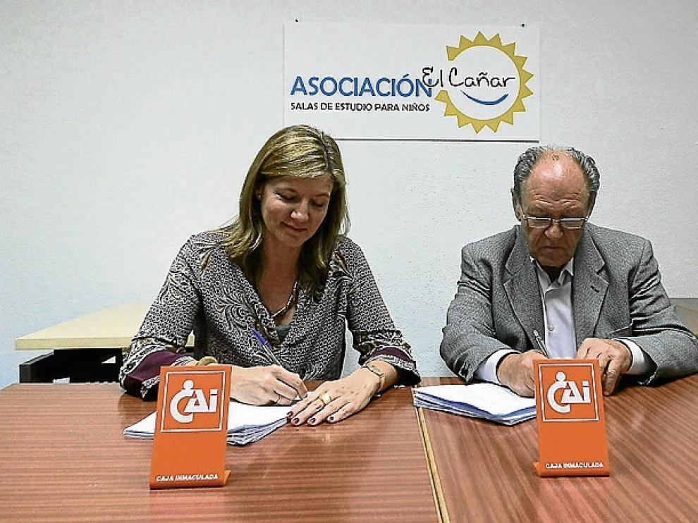 Firma de la colaboración entre la Fundación CAI y El Cañar.