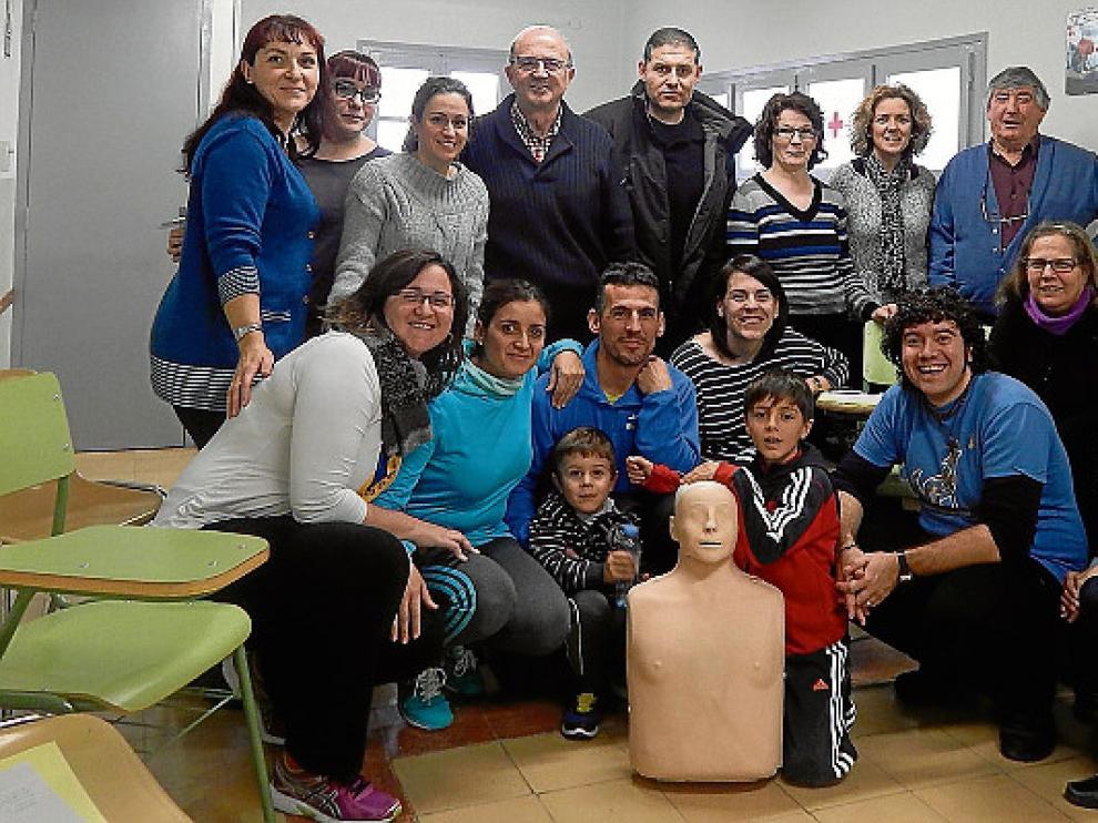 Hugo con su famiila y el equipo de investigación de Barcelona.