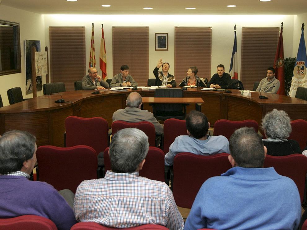 Reunión en el Ayuntamiento de la Comisión por la Dignidad y el Respeto de Almudévar