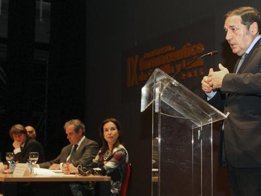 El consejero de Sanidad de la Junta de Castilla y León, Antonio Sáez, durante su intervención en el IX Congreso Farmacéutico de Castilla y León, celebrado este jueves en Soria.