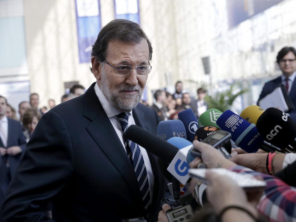 El presidente del Gobierno, Mariano Rajoy, atiende a los medios de comunicación