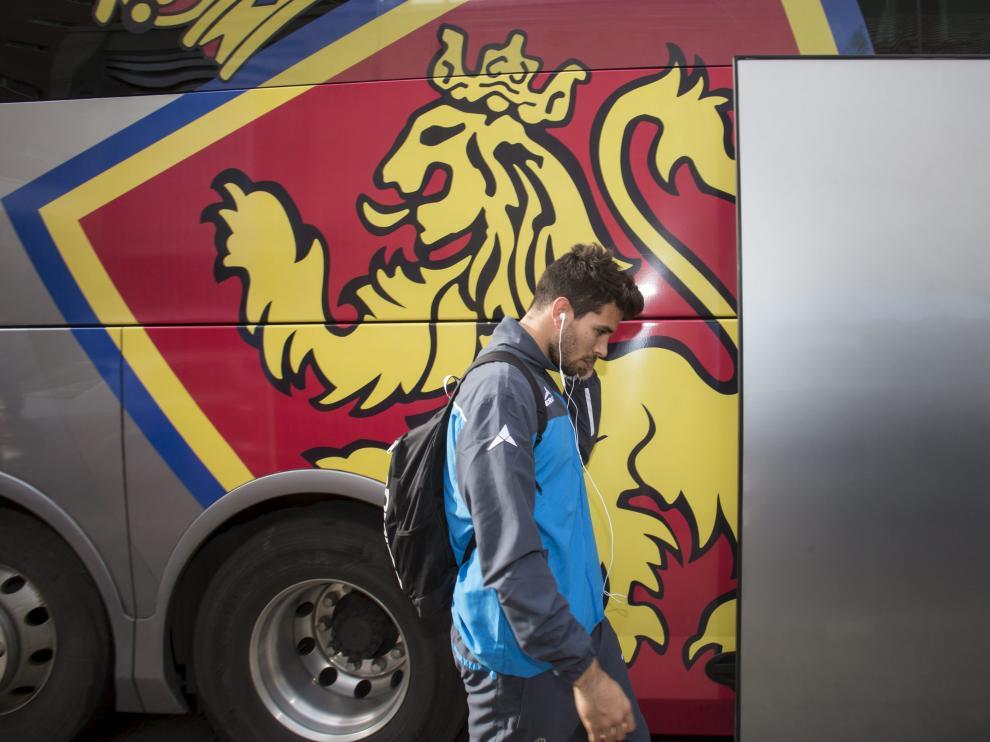 Cabrera, justo antes de subir al autobús para viajar a Gerona