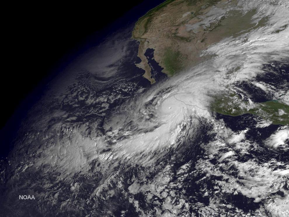 Imagen de satélite en el que se aprecia el huracán Patricia a su llegada a la costa de México.