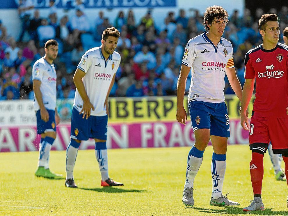 Imagen del partido contra Osasuna: Vallejo, en primer término, con Cabrera guardándole la espalda.