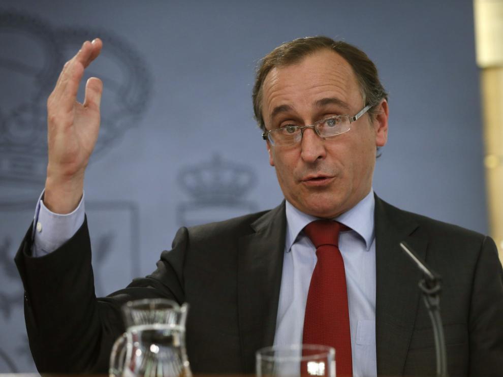 El ministro de Sanidad, Servicios Sociales e Igualdad, Alfonso Alonso, en rueda de prensa.