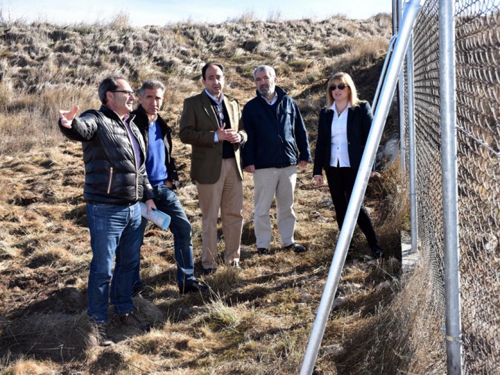 El delegado territorial de la Junta en Soria, Manuel López, ha visitado este viernes el yacimiento de Numancia.