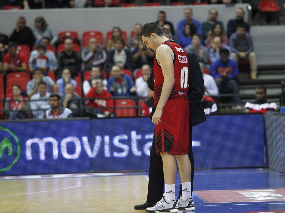 Sergi García habla con Ruiz Lorente, entrenador del CAI Zaragoza