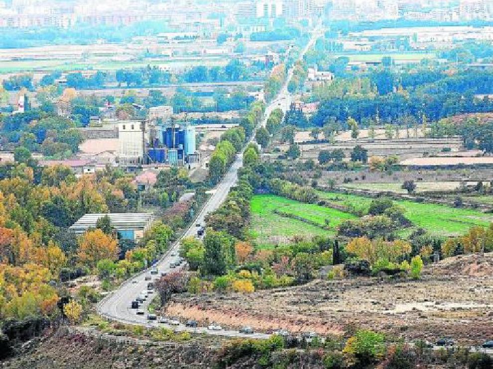 Vista de la N-240 a su entrada en Huesca desde Estrecho Quinto (desvío a Loporzano).
