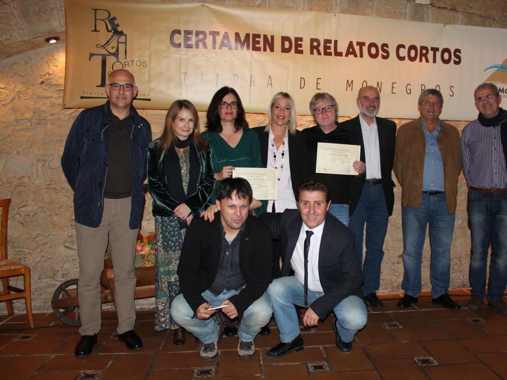 Foto de familia de ganadores y organizadores del certamen.