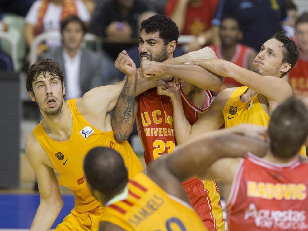 Una imagen del partido entre el UCAM Murcia y el Barça