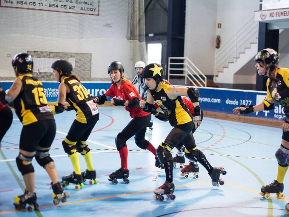 Una imagen de un partido de roller derby