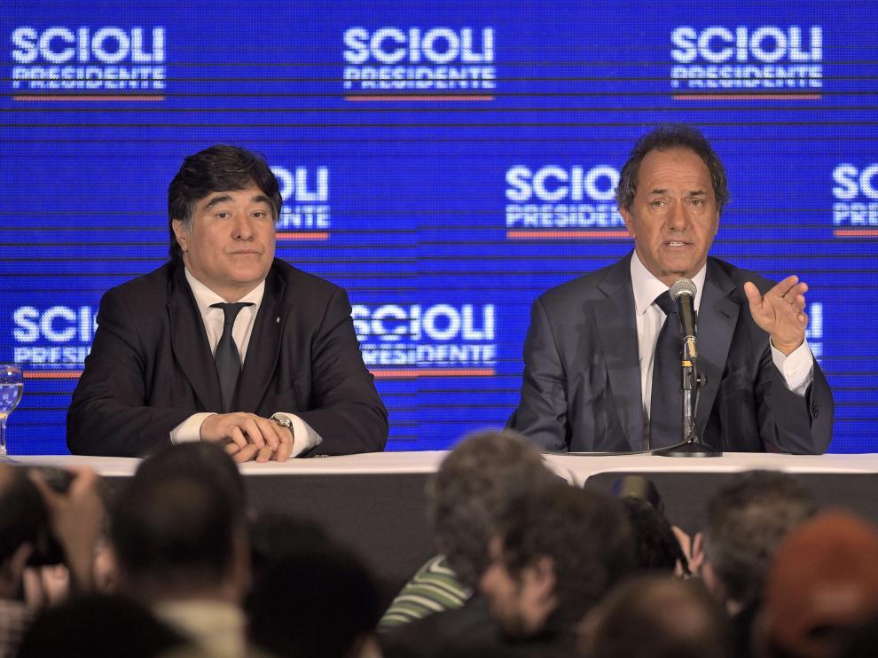 El candidato Daniel Scioli en una rueda de prensa este lunes.