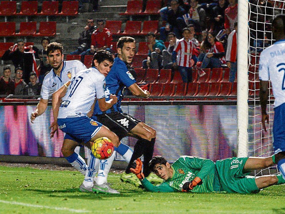Bono, Vallejo, Cabrera y Diamanka defienden un ataque del Girona, el sábado en Montilivi.