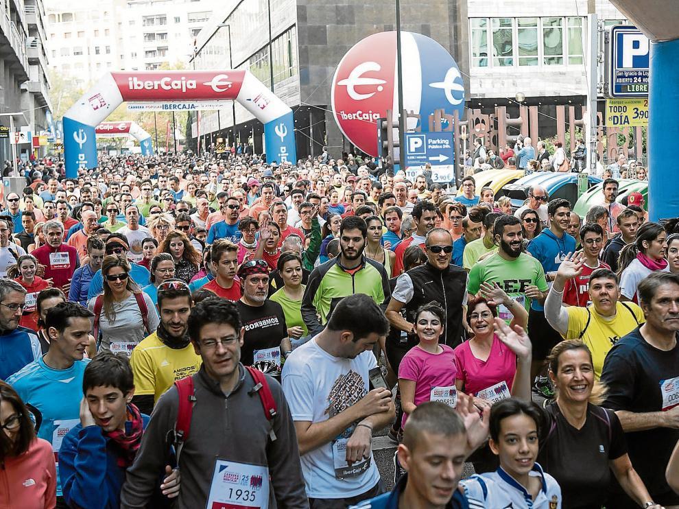 Los miles de corredores de la XXXVI Carrera por la Integración tomaron salida en una mañana de auténtica fiesta del deporte por una causa solidaria.