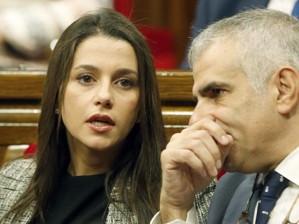 La cabeza de lista de Ciutadans, Inés Arrimadas (i) junto al diputado Carlos Carrizosa