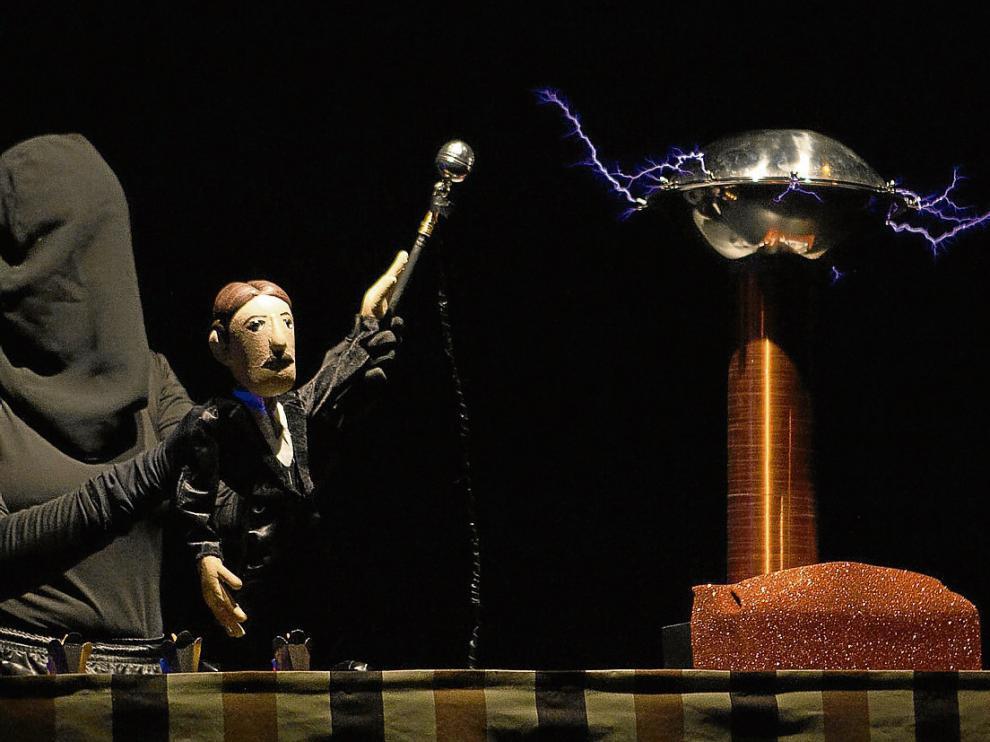 Teatro de sombras, títeres y descargas eléctricas en el espectáculo '¡Rayos y centellas!'.