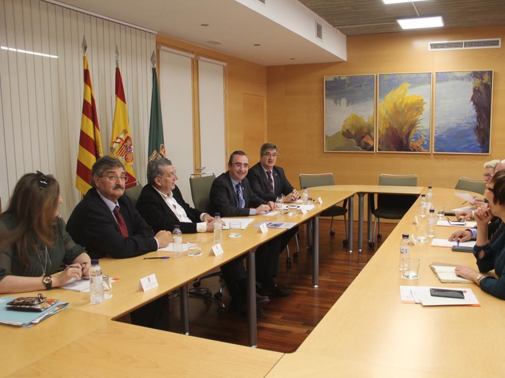 Sebastián Celaya en la reunión con los representantes de las comarcas del Aragón oriental