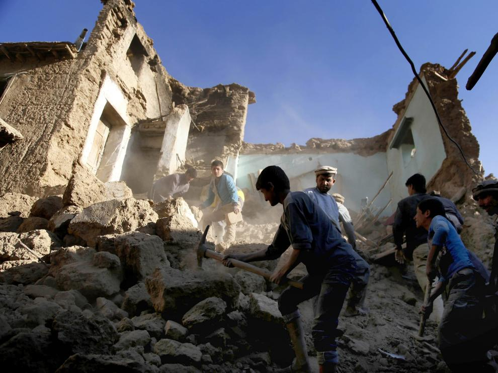 El seismo suma más de 363 muertos en ambos países.