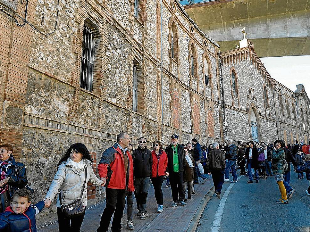 Movilización vecinal para reivindicar la rehabilitación del Asilo de San Julián en 2013.