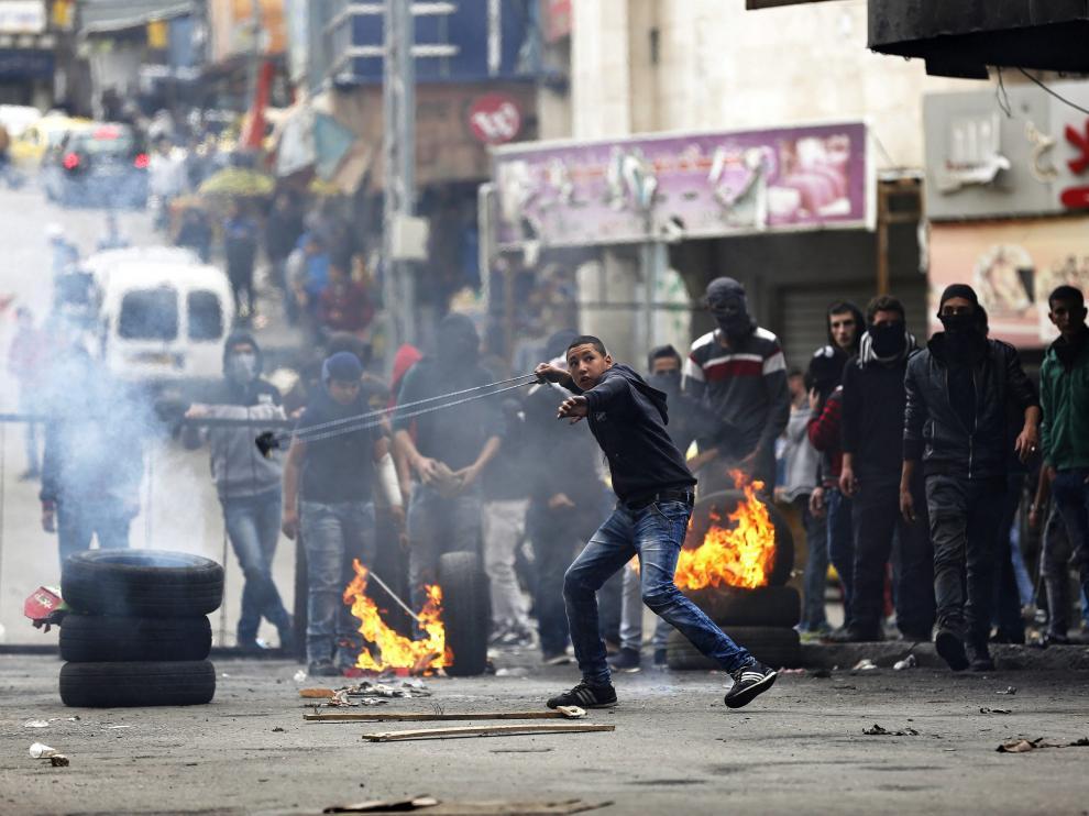 Diez palestinos heridos de bala en protesta.