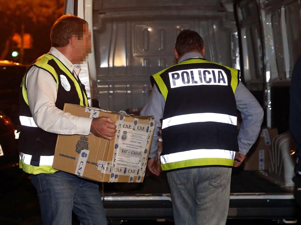 Los efectivos de la Unidad de Delitos Económicos y Financieros encargados del registro han estado en el lugar durante once horas, recopilando documentación.