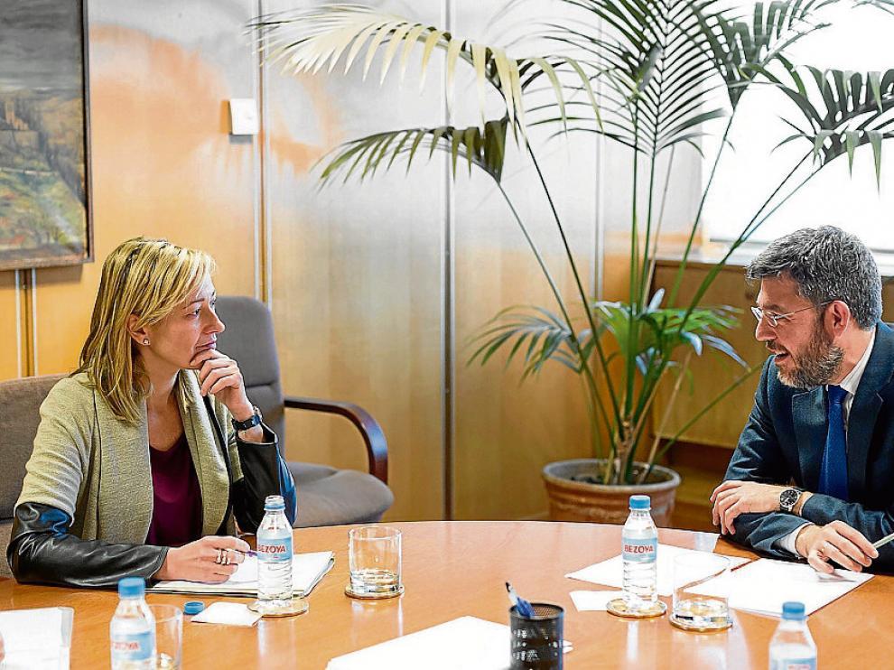 La consejera Marta Gastón y el secretario de Estado Alberto Nadal, ayer.
