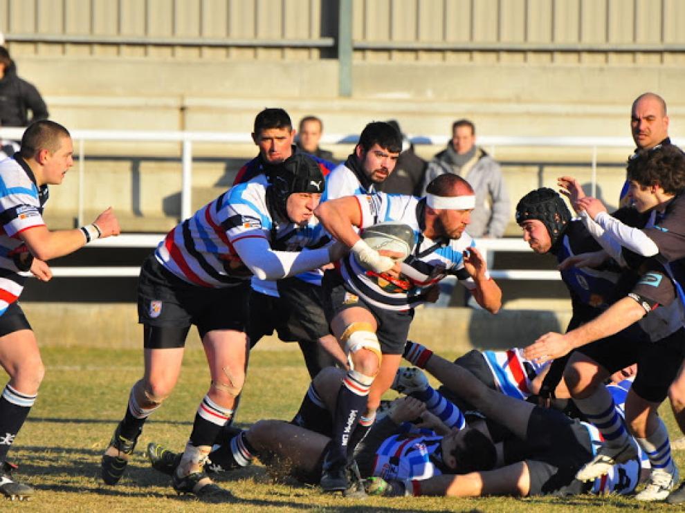 Un partido de rugby entre el Fénix y el Ejea