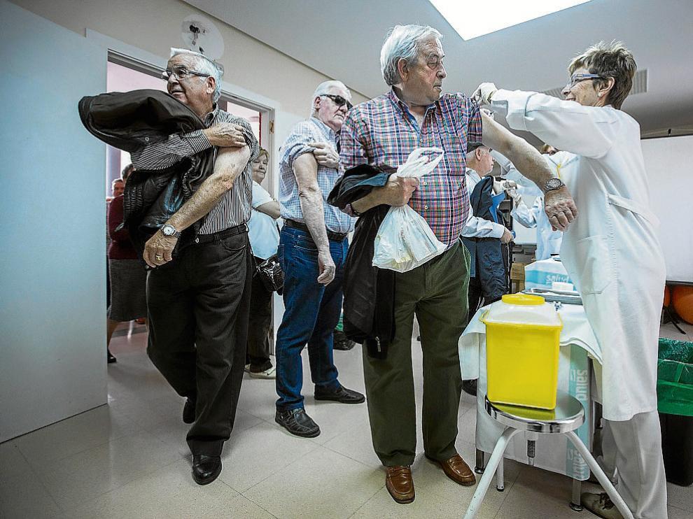 Ayer, en el centro de salud de la Bombarda de Zaragoza se vacunaron un centenar de personas.