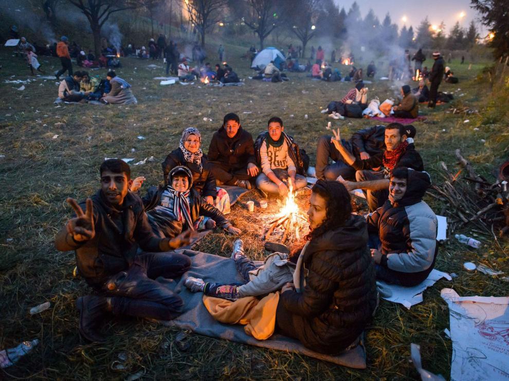Un grupo de refugiados en la frontera entre Austria y Eslovenia.