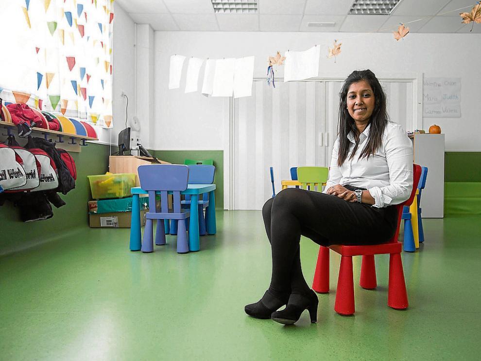 Rahim, ayer, en una de las nuevas aulas de Infantil del Liceo Europa de Zaragoza.
