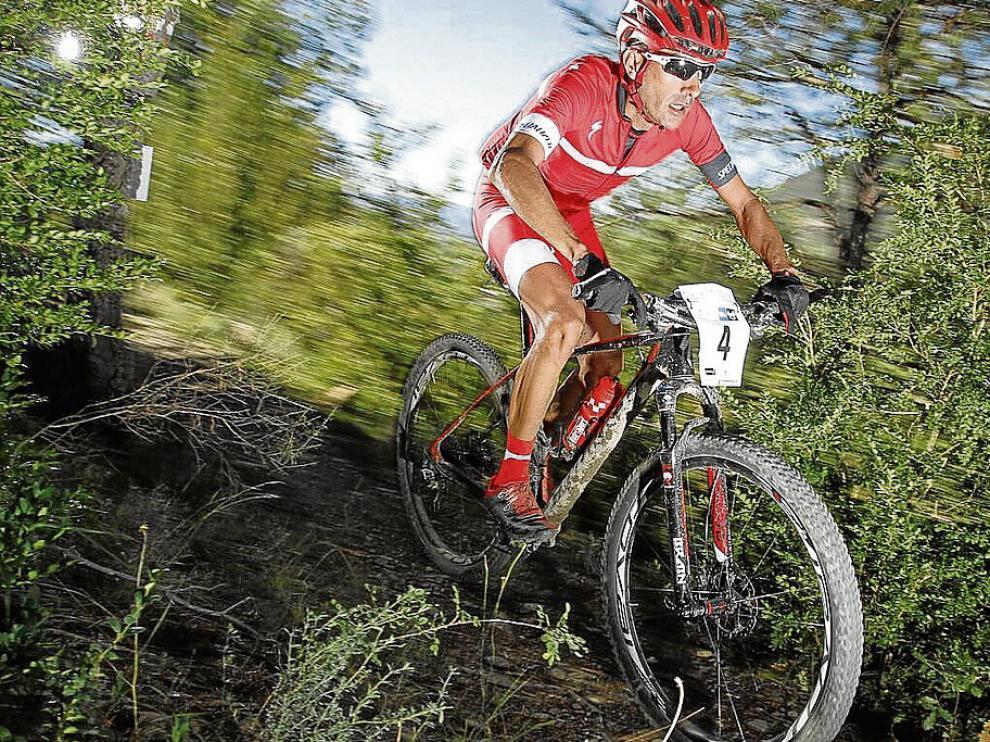 José Márquez, en acción ayer en la prueba que se celebró en los alrededores de Biescas.