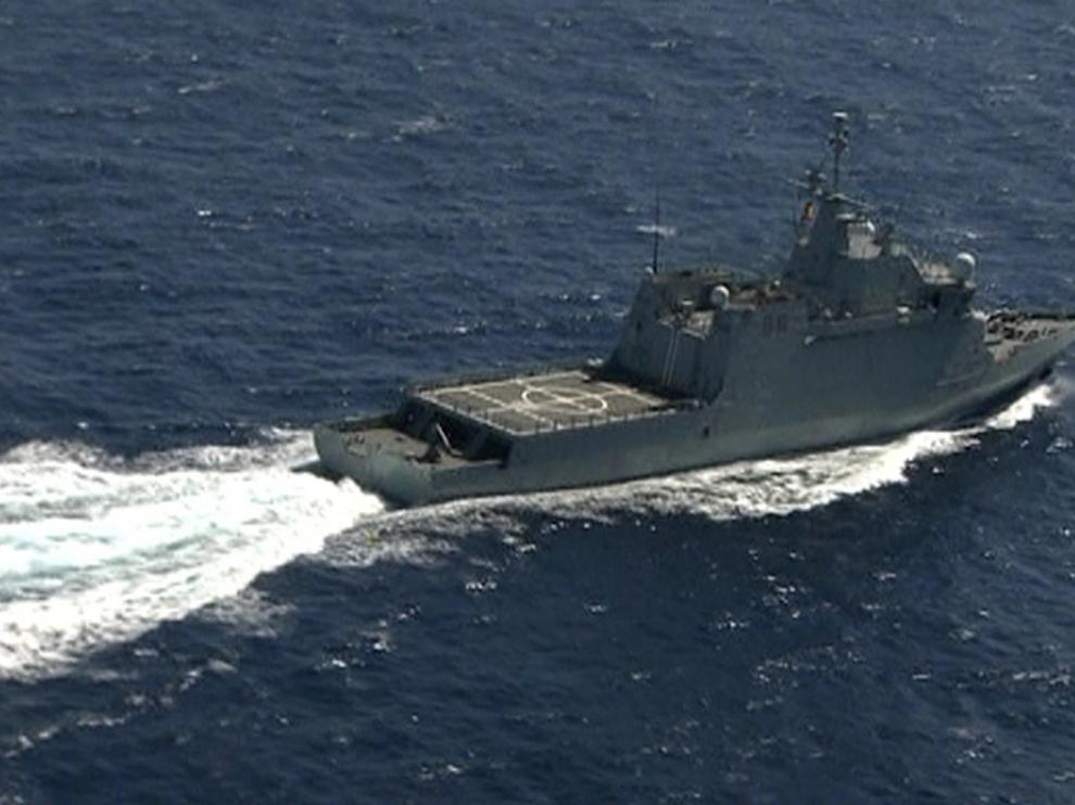 Uno de los barcos que participa en la búsqueda de los militares desaparecidos