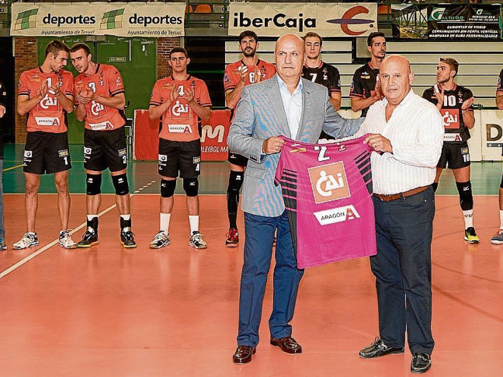 Ranera y Larramendi se encargaron de presentar la camiseta.