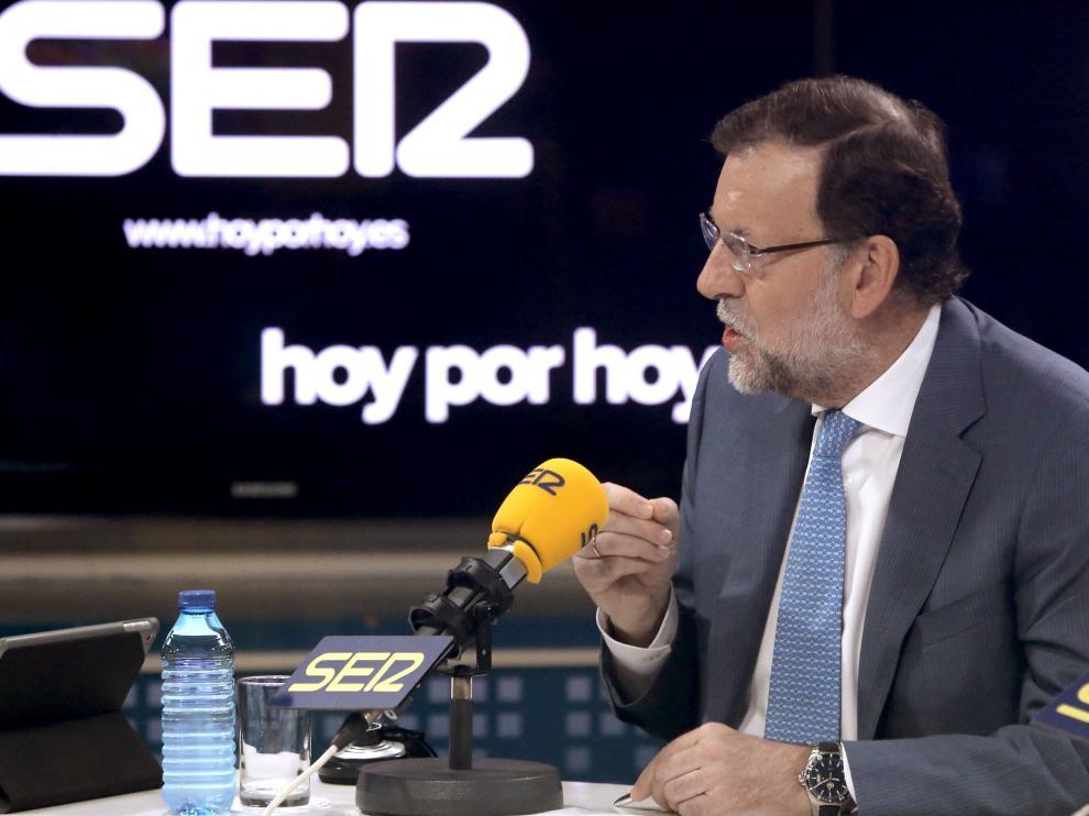 Rajoy durante la entrevista en la SER con 'Hoy por hoy'.