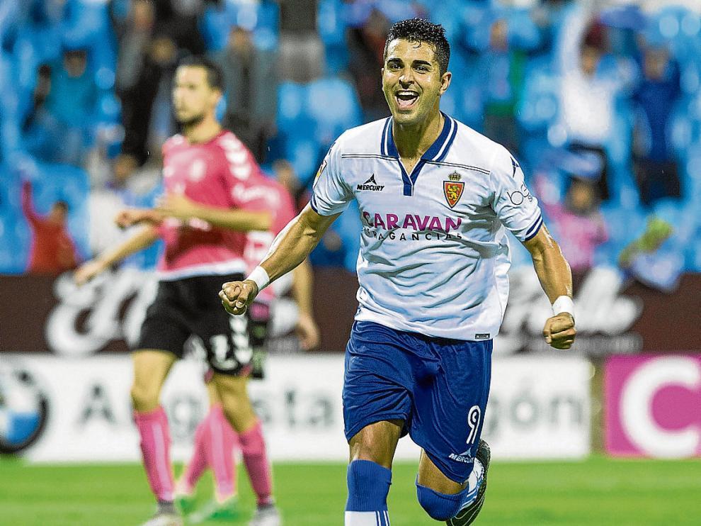 Ángel celebra el tanto que le hizo el pasado 18 de octubre al Tenerife en La Romareda.