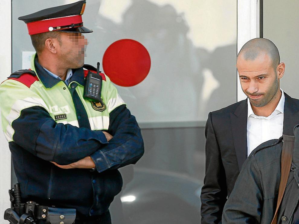 Javier Mascherano, a su salida ayer del juzgado de Gavá.