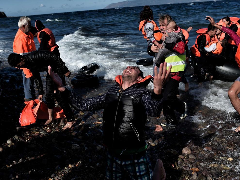 Unos 242 fueron rescatados de la embarcación.
