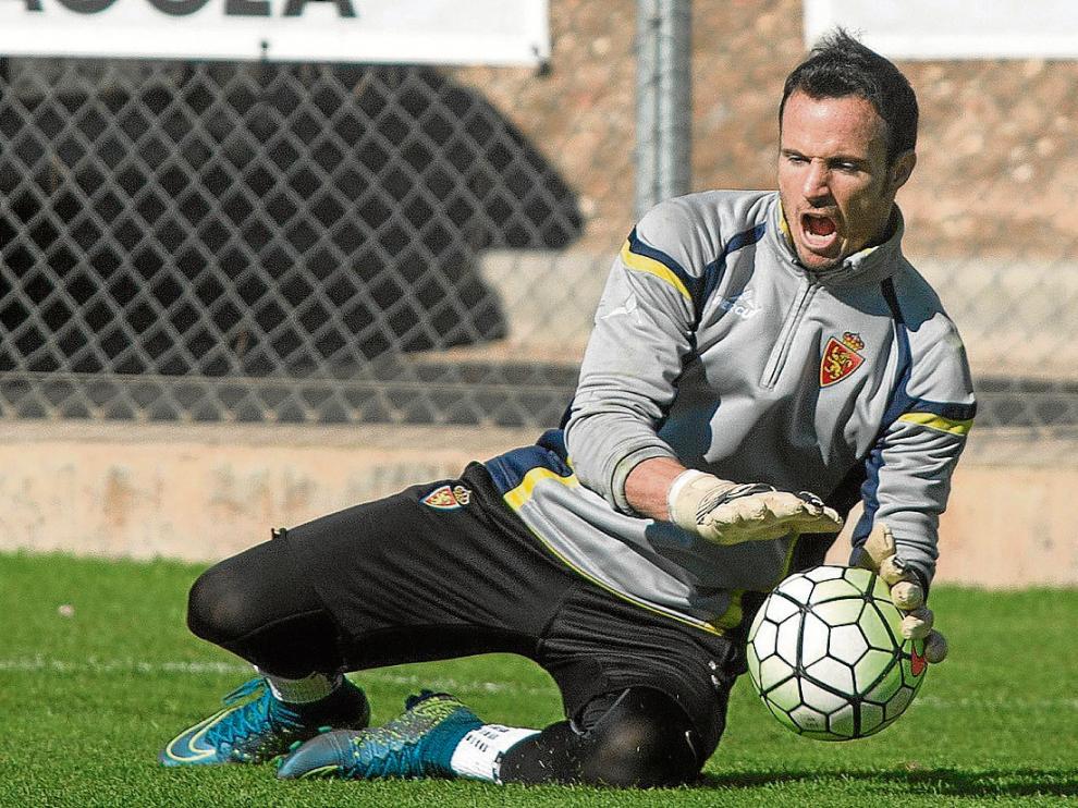 Manu Herrera, en un entrenamiento del RealZaragoza.