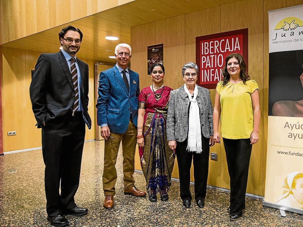 Miguel Egido, Luis Vitallé, la hermana Alphi, Raquel Mayayo y Olga Álvarez, antes de la gala.