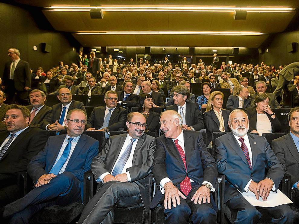 Idom reunió a una nutrida representacion del empresariado y la política aragoneses.