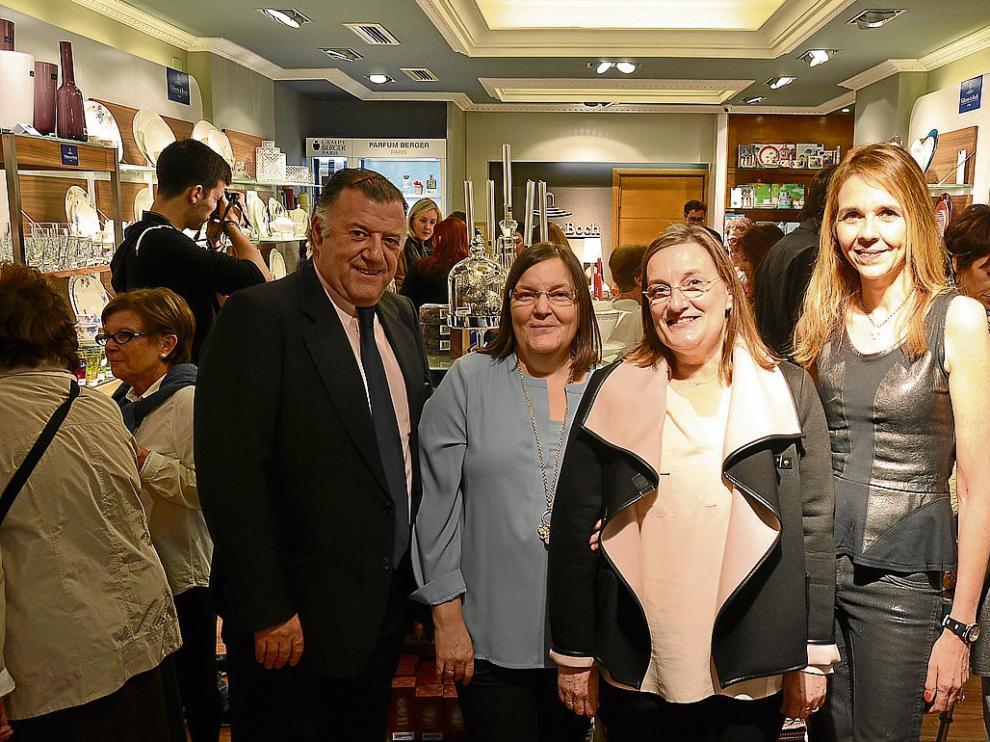 Jaime Sucrana, Ana Escalante, Blanca Escalante y Cristina Pallarols, en la inauguración.