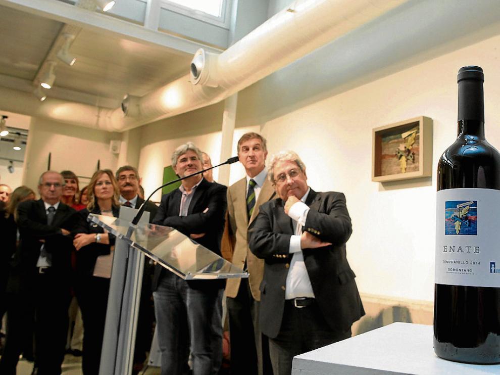 Miguel Ángel López y Lorenzo Torrente –a la derecha– en la presentación del vino solidario.