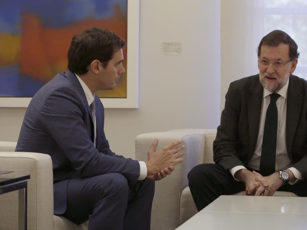 Rivera se reúne en Moncloa con Rajoy.