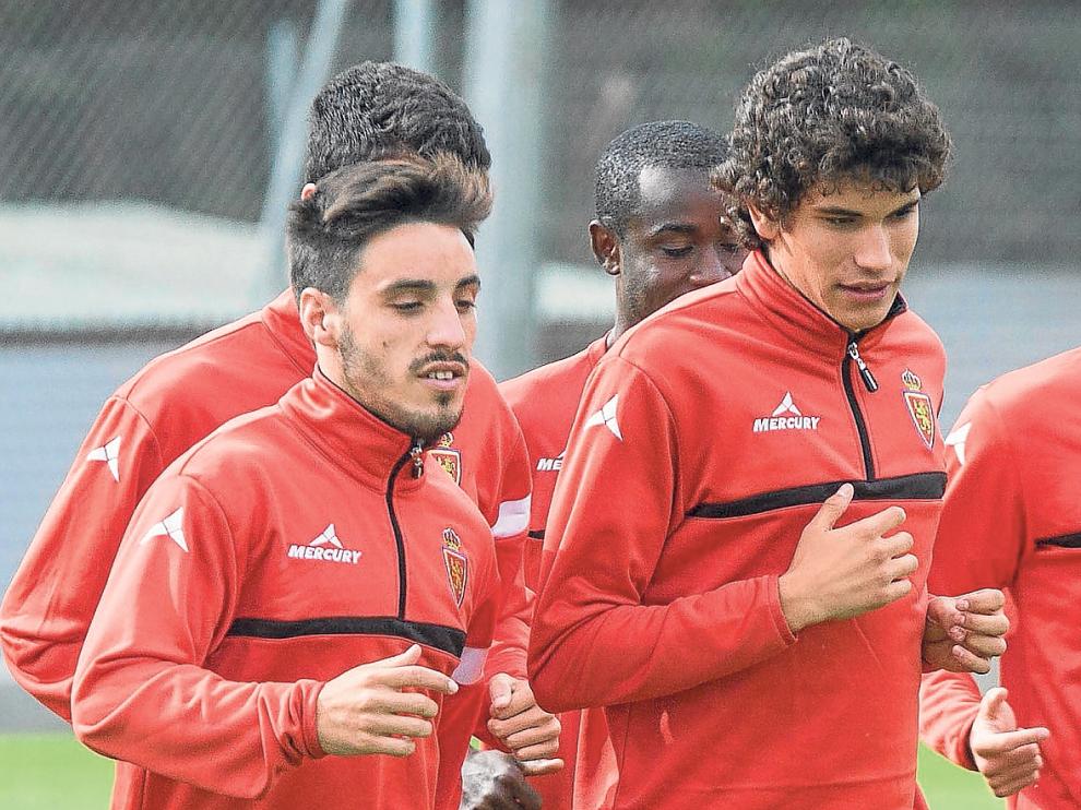 Isaac, Vallejo y Rico, en primer término, tres de los componentes de la defensa zaragocista en la excelente racha de las últimas 6 jornadas.