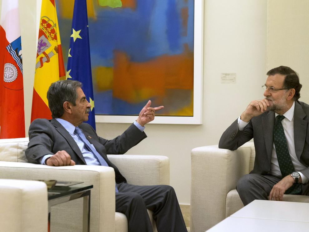 Mariano Rajoy se reune con Revilla.