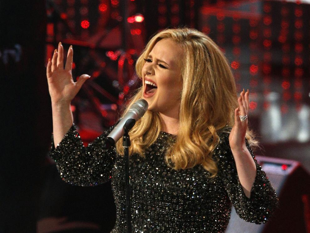 """?Adele rompe récords con 1,1 millones de descargas en una semana de """"Hello"""""""