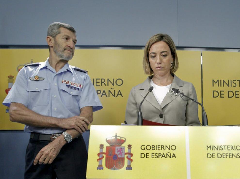 Julio Rodríguez junto a Carme Chacón en una imagen de archivo.
